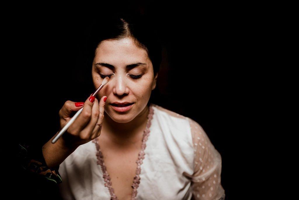 fotografia de matrimonios lu 115 1024x684 - Preparación de la Novia: Un momento intimo